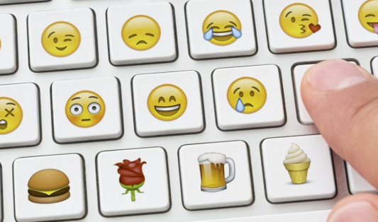 prečo v komunikácii so zákazníkmi používať emotikony